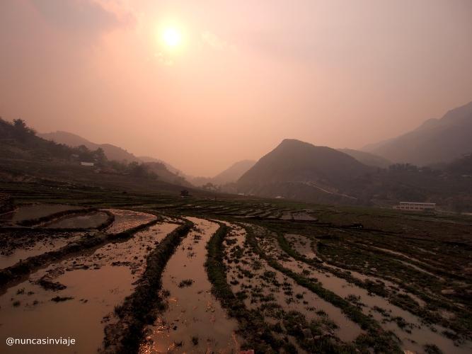 Atardecer en las montañas de Sapa, Vietnam