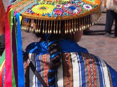 Traje típico de Cuzco en Perú
