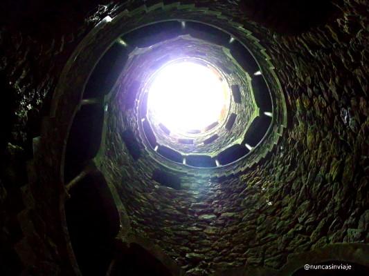 Pozo iniciático en la Quinta da Regaleira, en Sintra