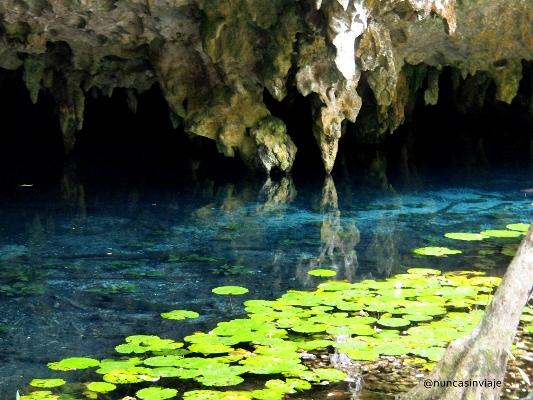 gruta en cenote dos ojos en méxico