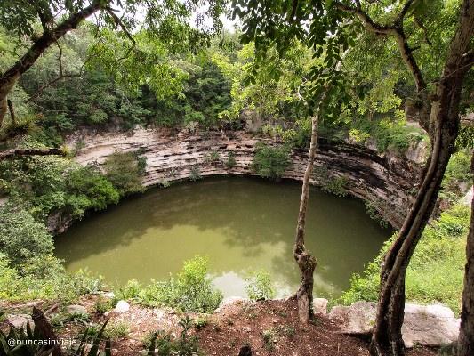 Cenote Sagrado en Chichén Itzá, en México