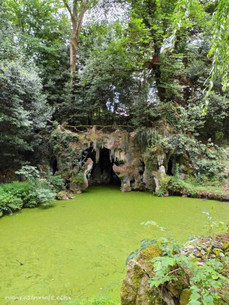 Cueva artificial en el palacio da Breijoeira
