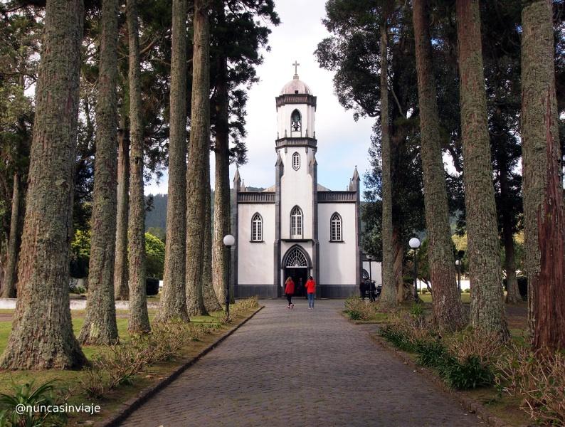 Iglesia en el pueblo de Sete Cidades