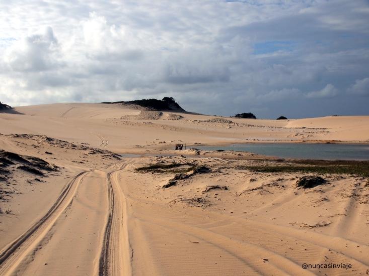 Dunas cerca de Pipa en Brasil