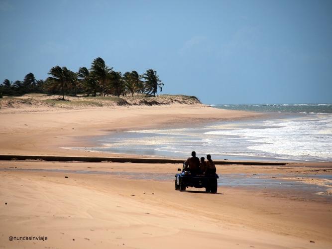 Playa con buggy en el litoral norte de Natal