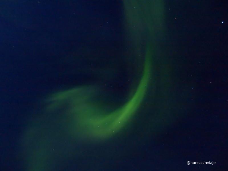 Aurora boreal en el cielo