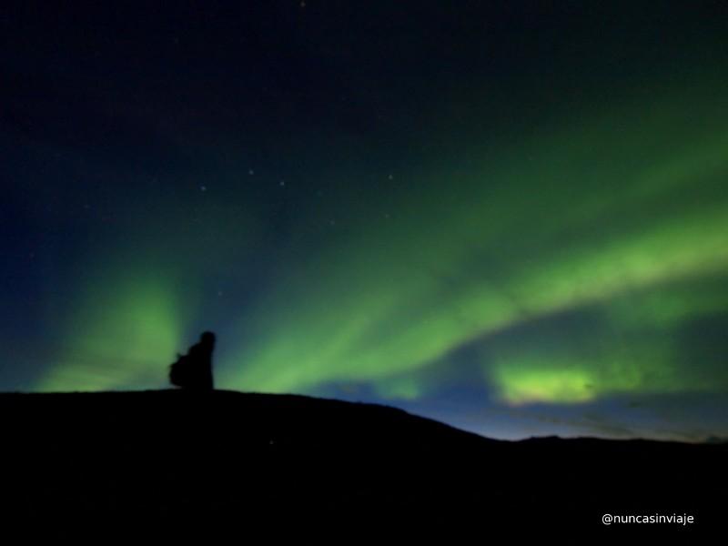 Una aurora boreal sobre el cielo nocturno de Abisko, en Suecia.