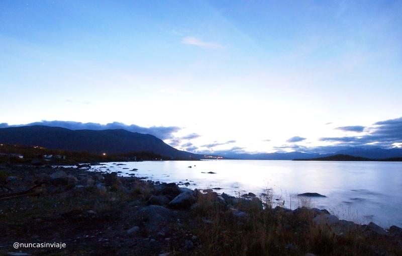 El lago poco antes de anochecer