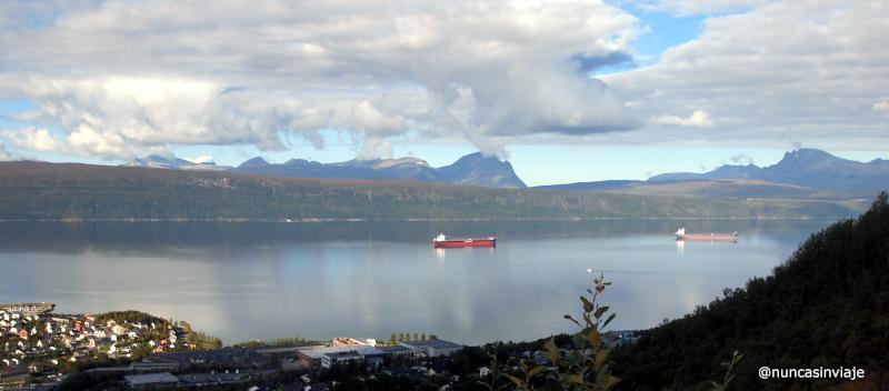 cargueros en Narvik esperando por el hierro de la mina