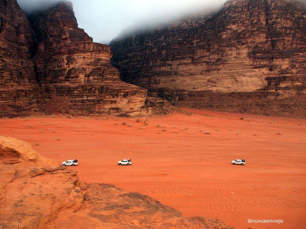 Jeeps junto a los Siete Pilares