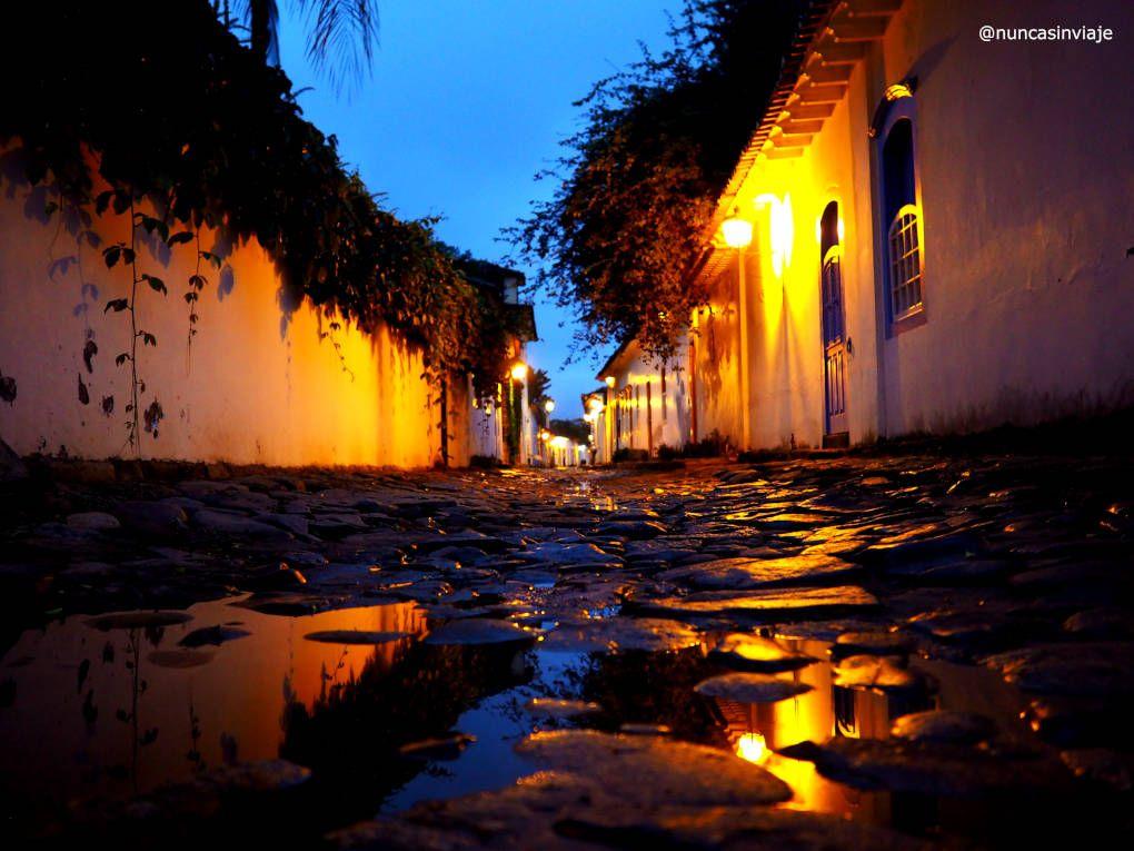Reflejos de Paraty de noche