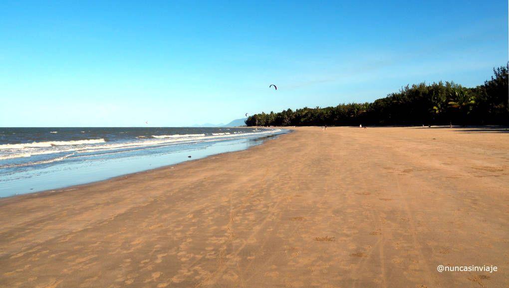 Playa de Four Mile Beach en Port Douglas, Australia