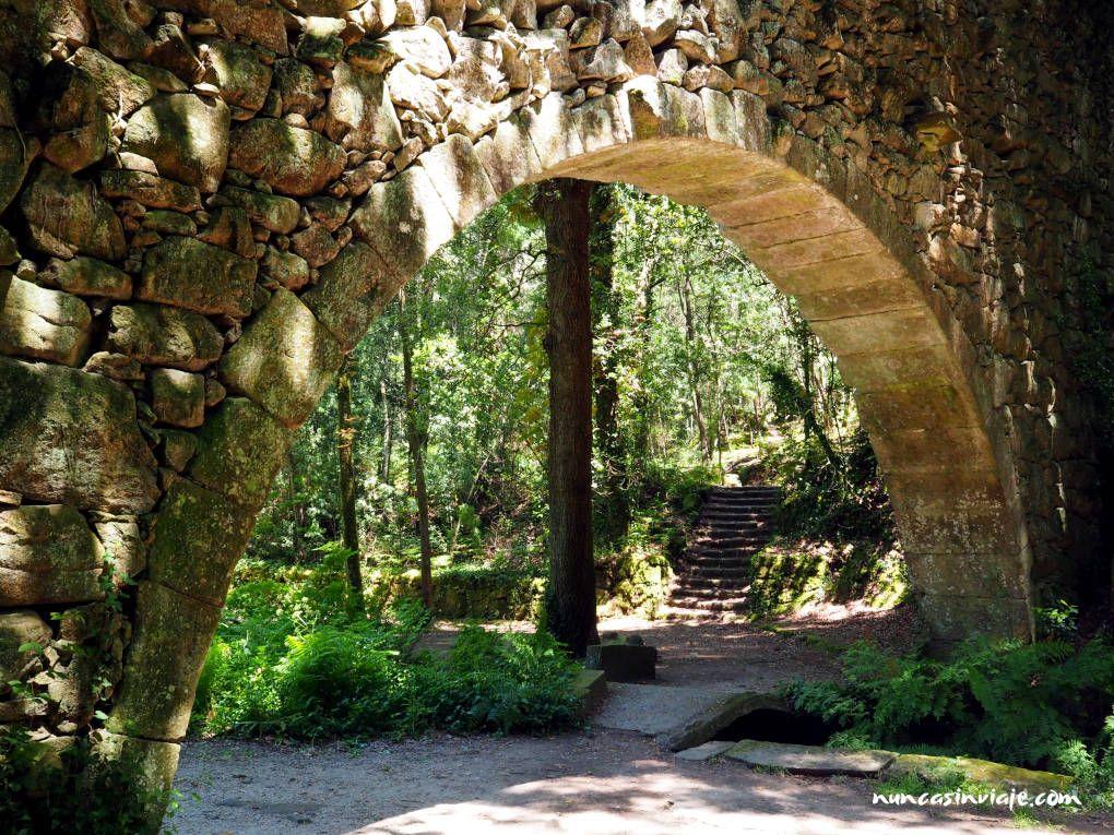 Acueducto da Condesa en el bosque encantado