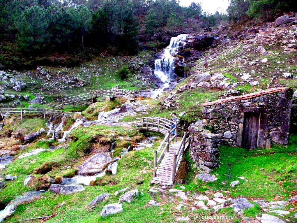 Puentes y cascada junto a los molinos del Folón, en O Rosal, cerca de Vigo