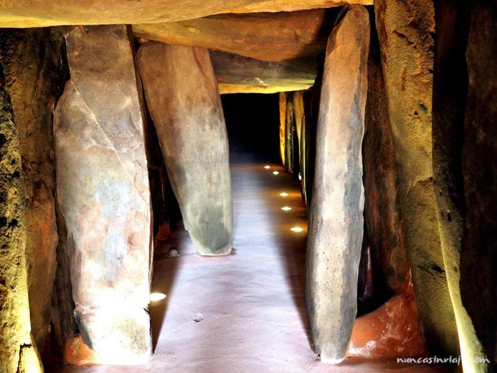 Entrada al dolmen