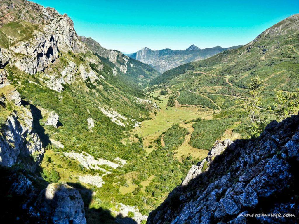 Inicio de la ruta con vistas al valle