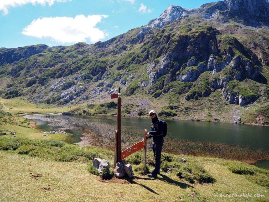 Cartel del lago Cerveiriz, uno de los lagos de Saliencia