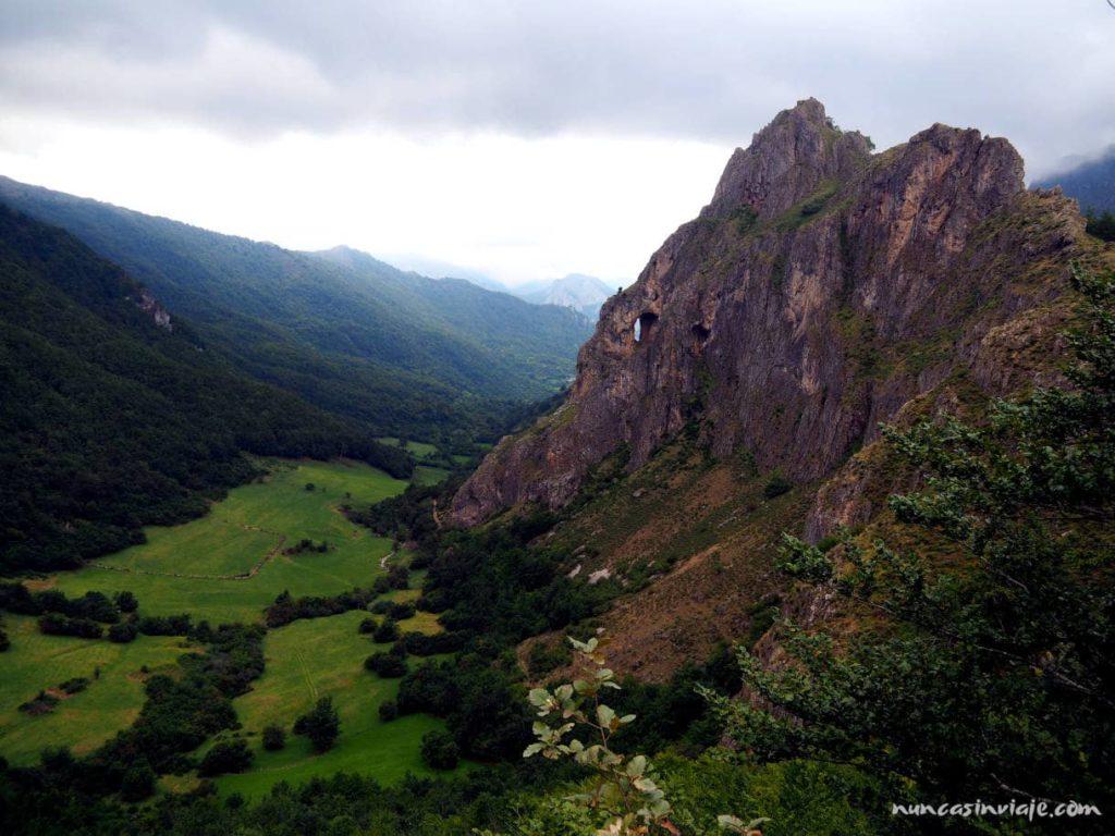 Panorámica durante la ruta de la braña de Sousas, en Somiedo