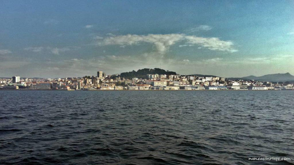 El monte do Castro desde la ría de Vigo