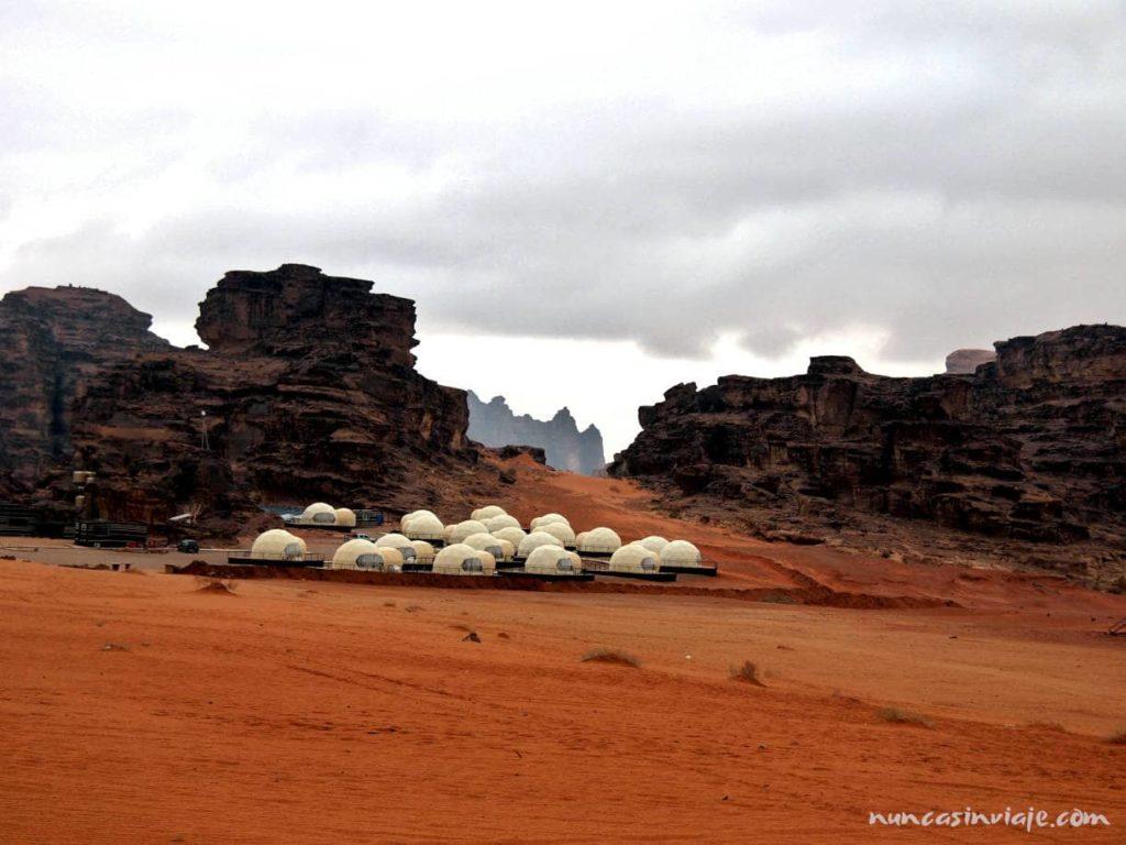 Campamento de cápsulas en Wadi Rum