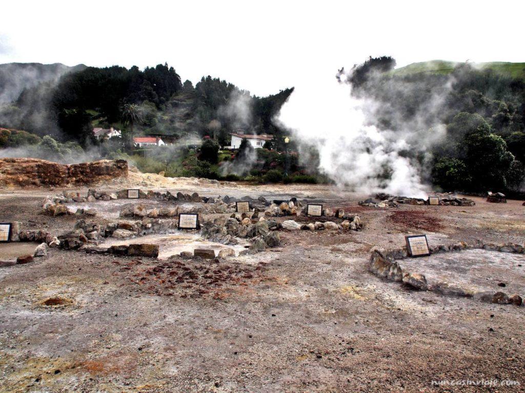 Caldeiras o fumarolas en el pueblo de Furnas