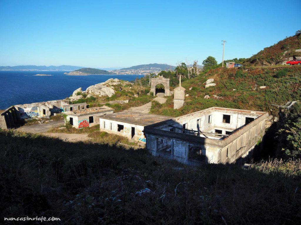 Ruinas militares en cabo Silleiro