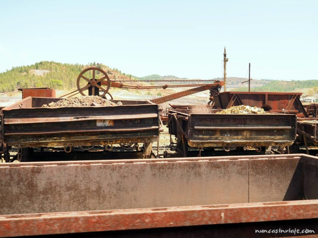 Vagones y grúas del tren minero de Riotinto