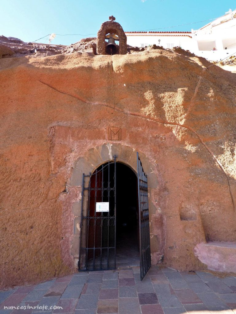 Iglesia en una cueva en Artenara