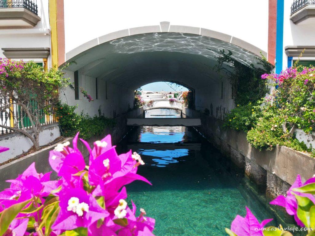Canales en Puerto de Mogán, la Venecia de Canarias