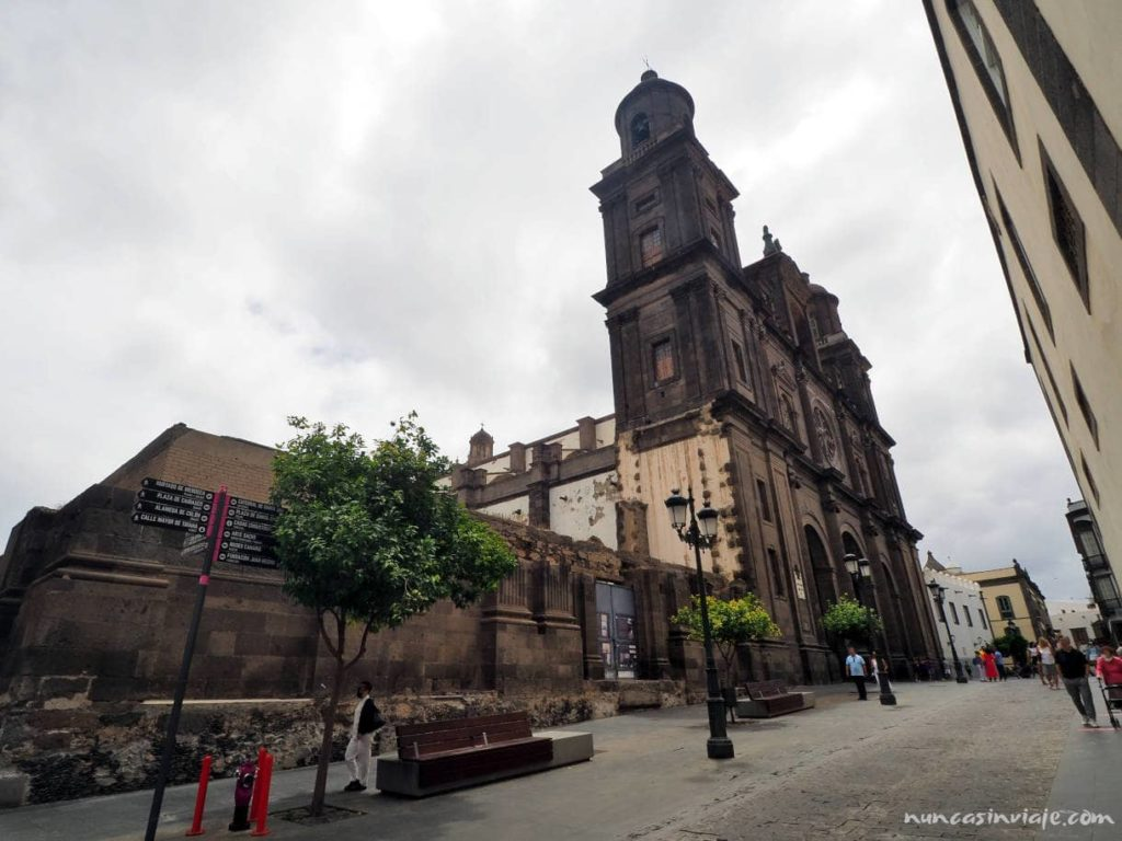 Vista lateral de la Catedral de Las Palmas