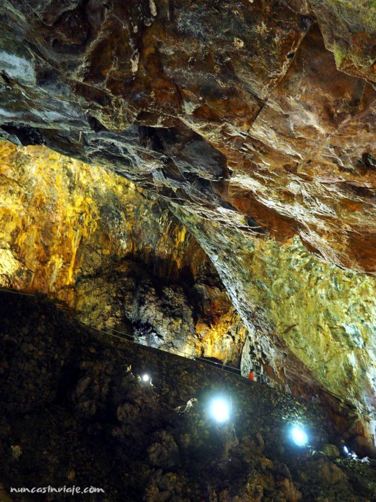 Interior del Algar do Carvao